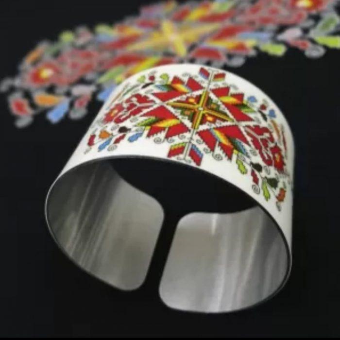 Метална гривна с народни мотиви – Лазарки