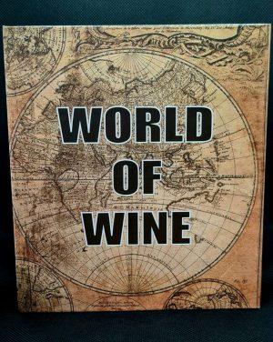 Подаръчен комплект за вино състоящ се от 4 части в кутия тип книга.
